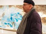 "Fritz Simak vor seinem Bild ""Pangea"" (Fotomuseum Jindřichův Hradec)"