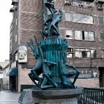 0972 - Denkmal an der Puente Llaguno