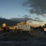 Sonnenuntergang am Dach des Blocks 19 im 23 de enero